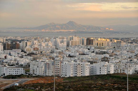 1024px-PanoramiqueTunis2010