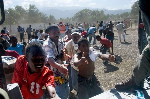 us_navy_distributes_water_to_haitians_in_port-au-prince_2010-01-16