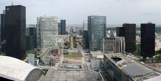 1280px-Défense-parvis-pano2
