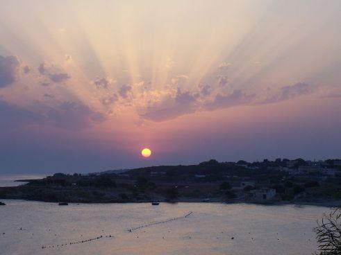 1280px-Sonnenuntegang_im_Golf_von_Tarent_bei_Montedarena