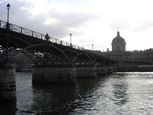 800px-Pont_des_arts_et_institut