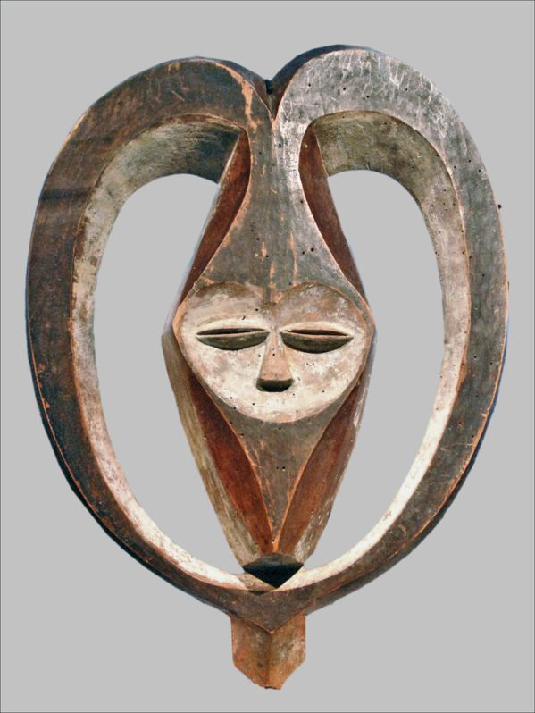 800px-Masque_facial_anthropomorphe_Kwele-Congo