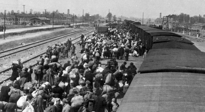 1024px-May_1944_-_Jews_from_Carpathian_Ruthenia_arrive_at_Auschwitz-Birkenau