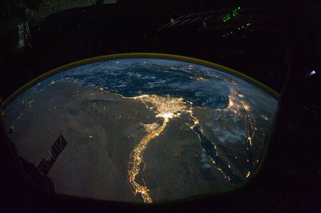 800px-Nile_River_Delta_at_Night