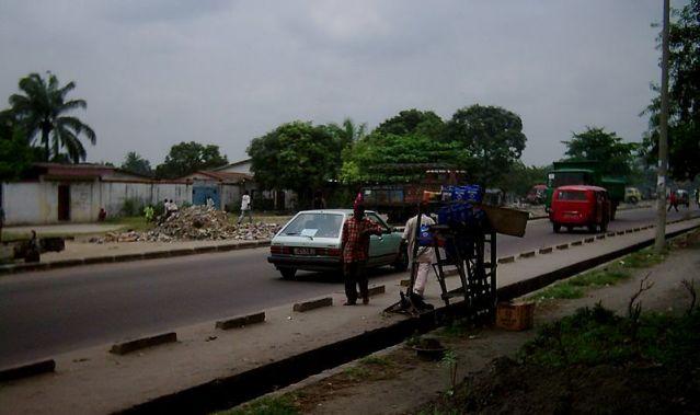 Rue_de_Lemba,_Kinshasa,_2003