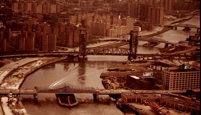 1024px-HARLEM_RIVER-HARLEM_ON_LEFT._BRONX_ON_RIGHT_-_NARA_-_548427