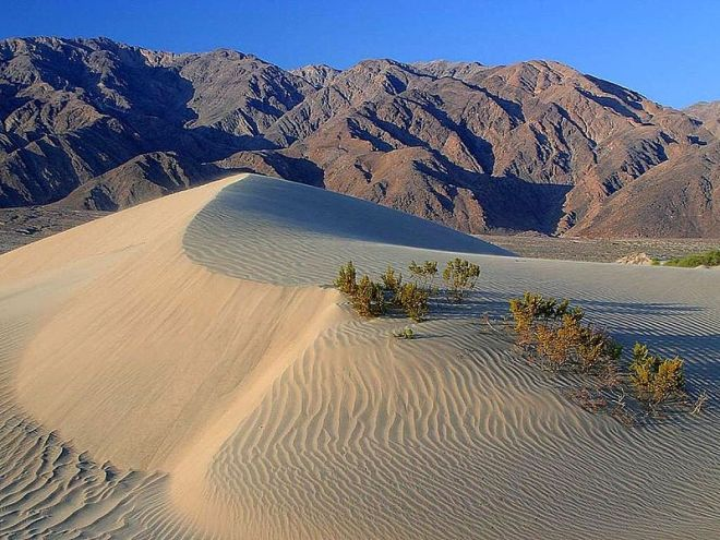800px-Death_valley_sand_dunes.jpg
