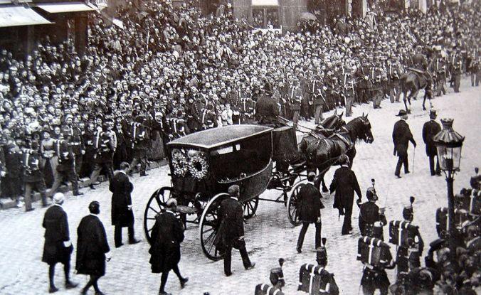 1er_juin_1885_-_Enterrement_Victor_Hugo.jpg