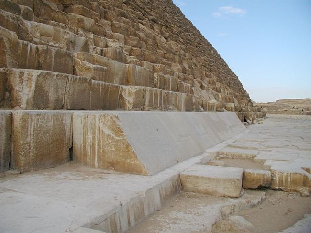 Cheops_pyramid_02.jpg