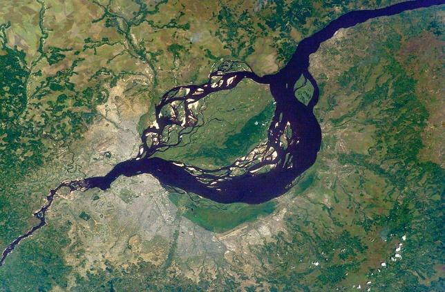 Kinshasa_&_Brazzaville_-_ISS007-E-6305_lrg.jpg