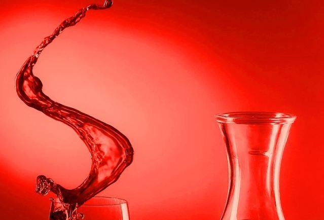 800px-Schwappender_Wein.jpg