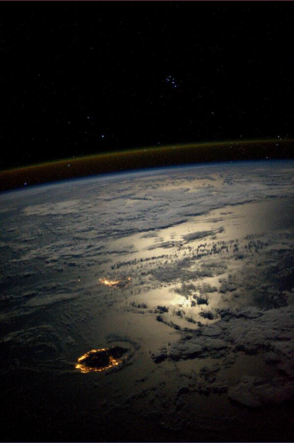 Mauritius_and_Réunion_at_night.jpg
