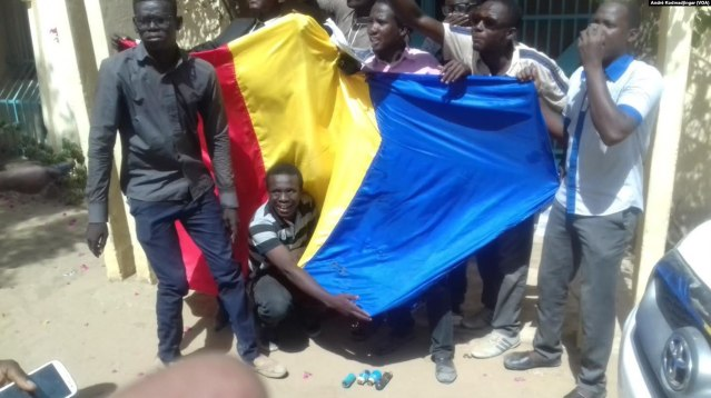 1280px-Protest_in_Chad_against_Zouhoura's_gang_rape,_Ndjamena,_April_2016.jpg