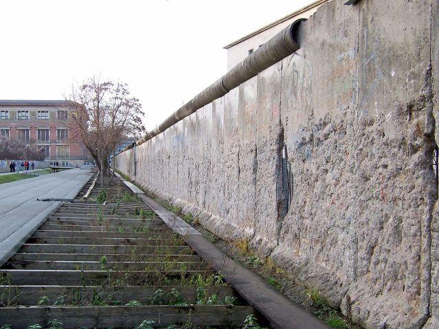 Reste_der_Berliner_Mauer_-_Niederkirchnerstraße.jpg