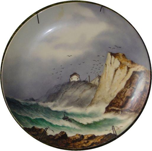 Flots_et_Falaises,assiette_peinte_par_Anna_WEYERSBERG,_1887,_D._28cm.