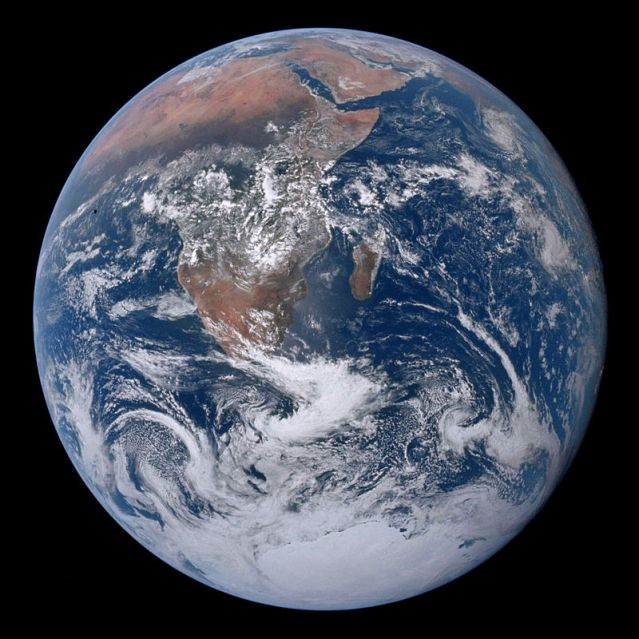 800px-The_Earth_seen_from_Apollo_17_(AS17-148-22727)